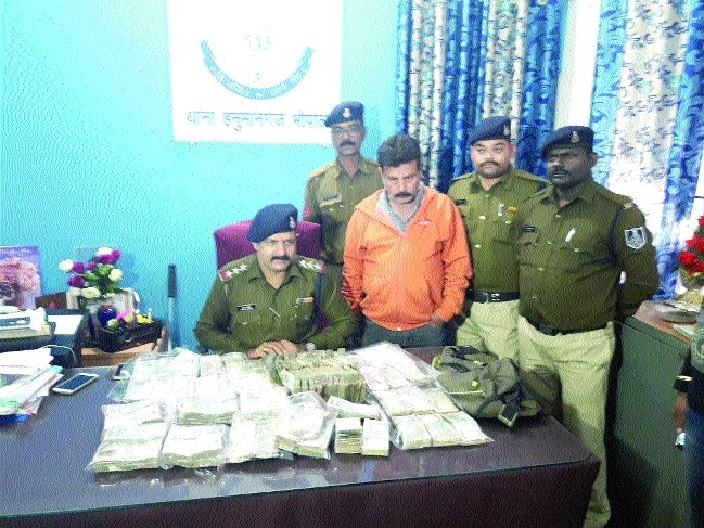 Indore-based trader held with Rs 16 lakh cash