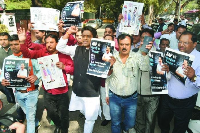 Delhi BJP activists protest outside Sisodia's residence