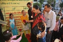 Governor visits Sagar District Hospital