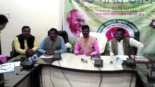 Kachwaha discusses facilities, work with sanitation staffers