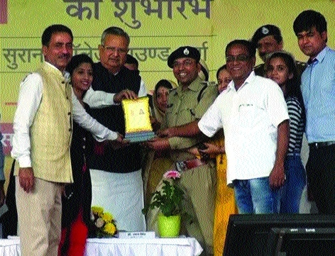 CM lauds ASP Singh for success of film 'Yaatna'