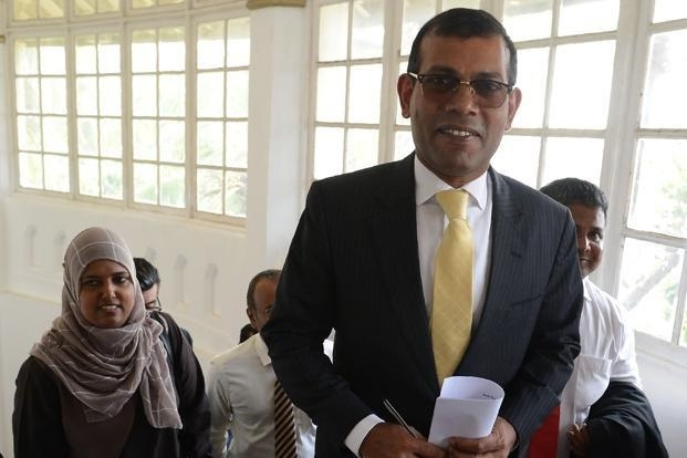 Maldives top court revokes order to free prisoners;Nasheed seeks India's help