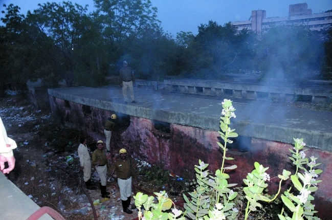 Fire breaks out in Vallabh Nagar slum area gowdown