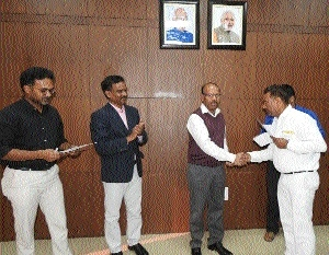 DRM honours staffers for being vigilant during duty