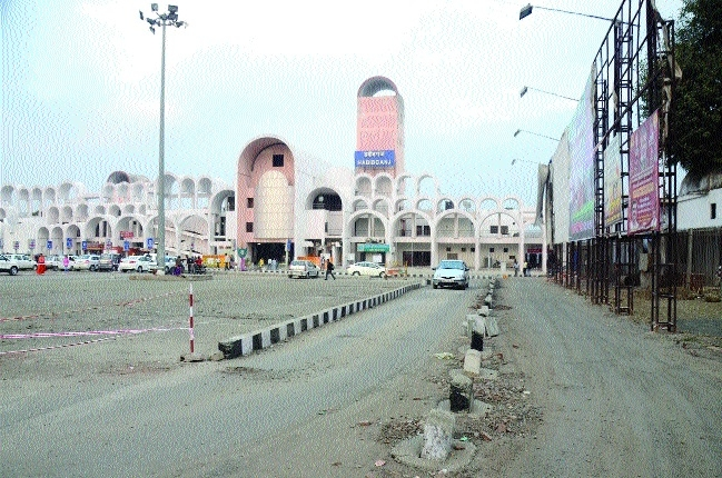 Higher parking charges at Hbj Rly Station upsets passengers