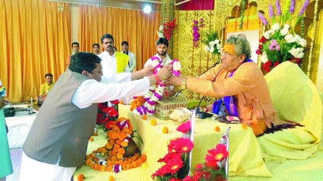 Shrimadbhagwat Katha liberates from worldly illusions: Badrish Maharaj