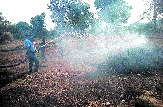 400 bundles of hay gutted in field at Sikandra