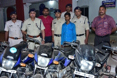 Kotwali police nab two vehicle-lifters