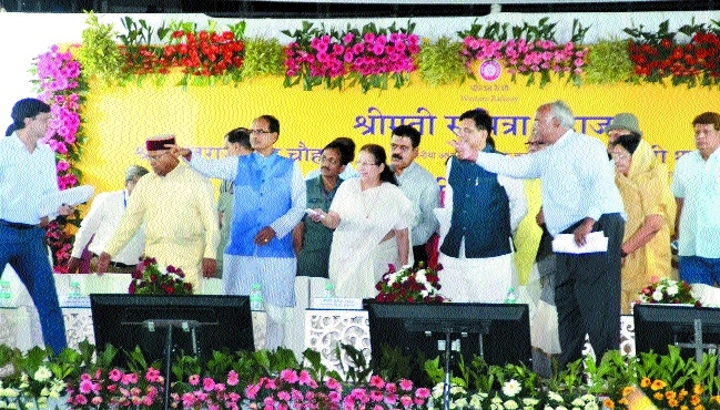 LS Speaker Sumitra Mahajan lays foundation of gauge conversion