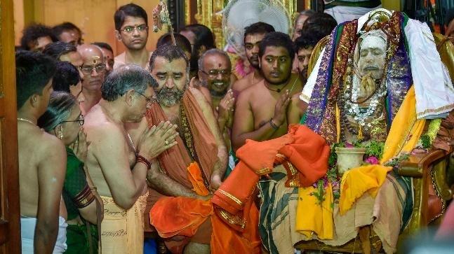Jayendra Saraswathi interred in Kanchi Mutt with Vedic honours