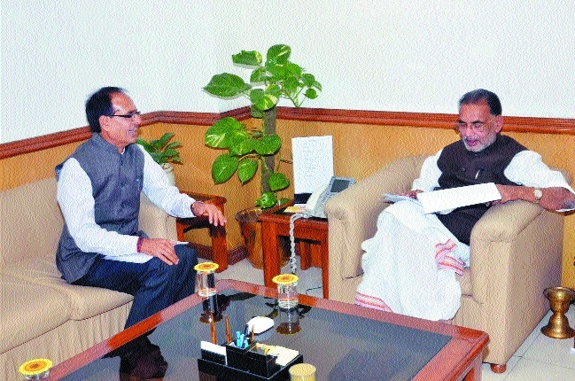 CM Chouhan meets Radha Mohan Singh in New Delhi