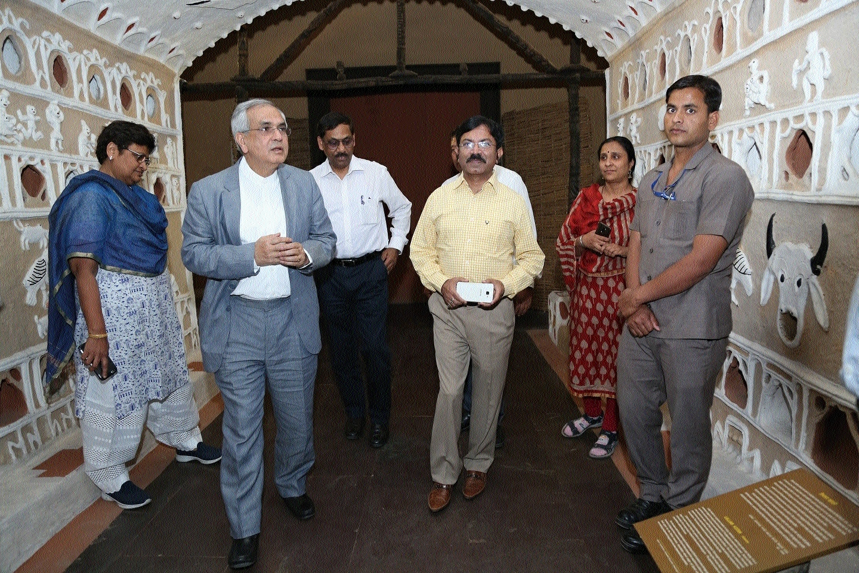 NITI Aayog VC visits Tribal Museum