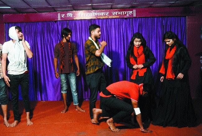 Kathak, play 'Cheekh' enthrall audience