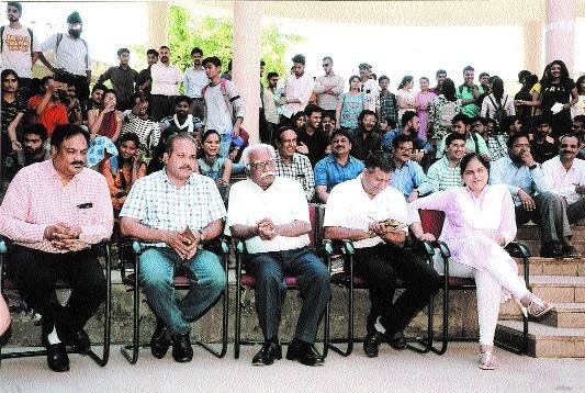 Two-day Sanskar Mahotsav 2018 begins at Hitkarini College
