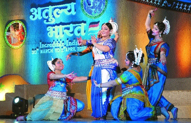 'Atulya Bharat' opens with incredible performances