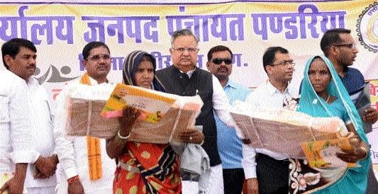 LSA: CM attends Samadhan Shivirs in Khailtukri of Kawardha district