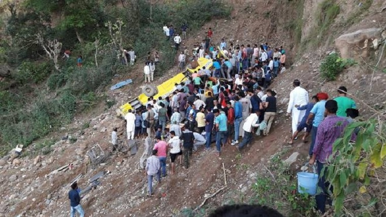 27 schoolkids among 30 killed in HP mishap