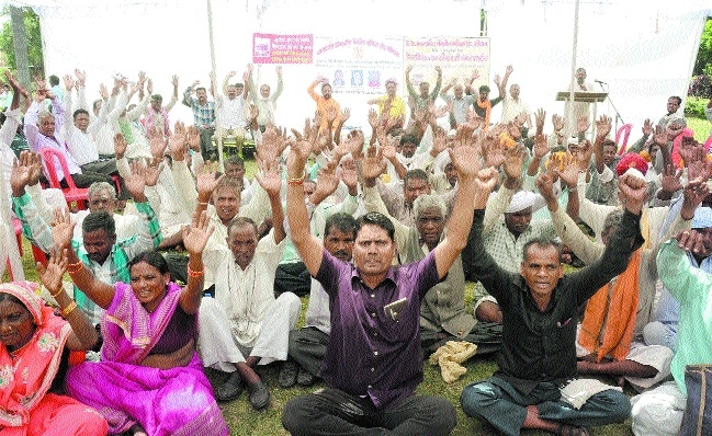 Daily wagers protest for regularisation