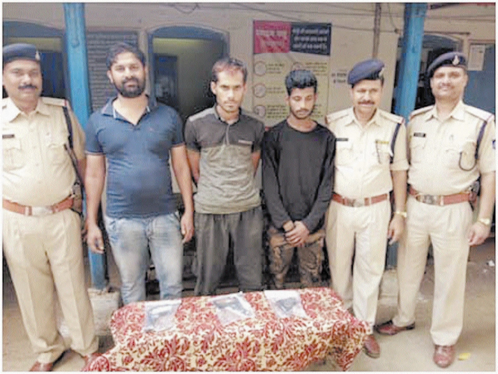 Three held with weapons in Seoni