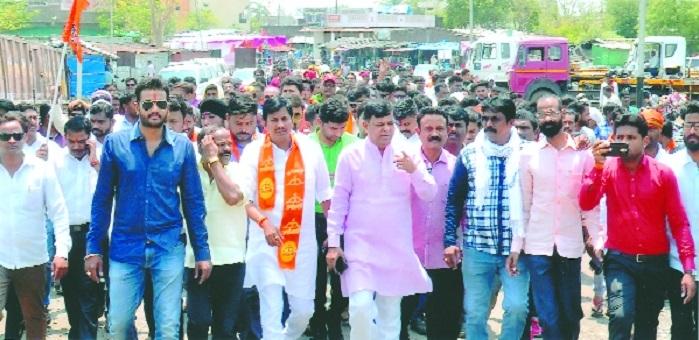400 Mathadi workers on strike at Kalamna Railway siding