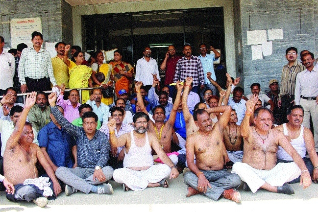 Govt employees observe strike for demands at Mantralaya