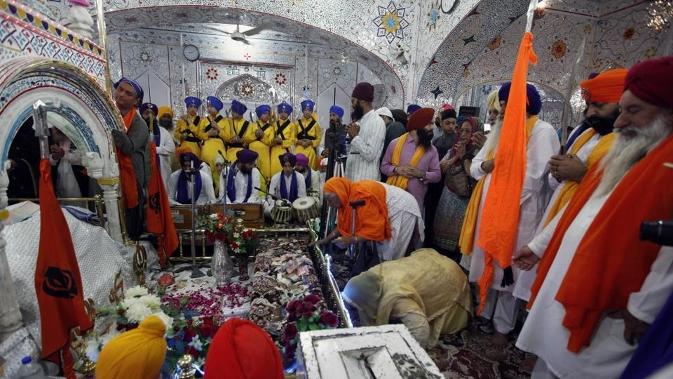 India protests as Pak stops Sikh pilgrims from meeting envoys