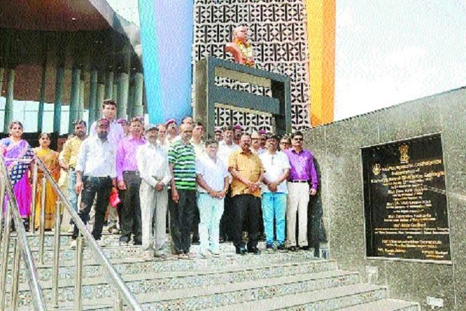NMC pays tributes to poet Suresh Bhat