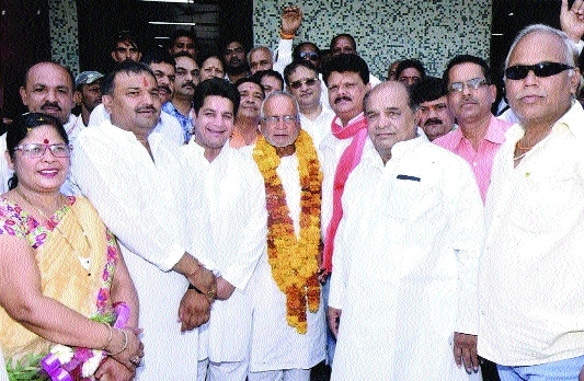 Congress leader Rameshwar Neekhra welcomed after Narmada Parikrama