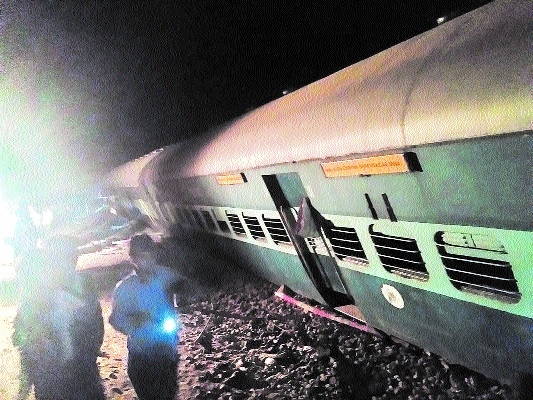 Four coaches of Katni-Chopan train derail, 3 injured