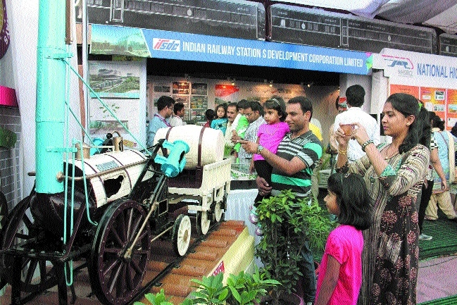 Railway exhibition attracts viewers in city