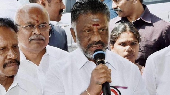 HC dismisses DMK petition for disqualification of OPS, 10 AIADMK MLAs