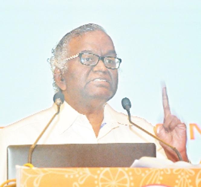 Attain balance between individual, organisational goal, says Kabra