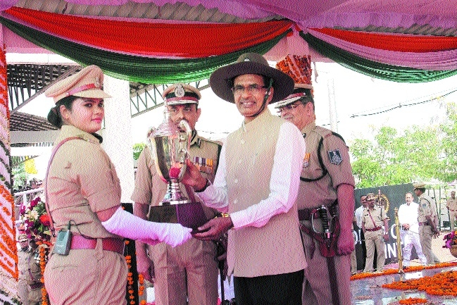 8,000 constables to be inducted in police force: CM