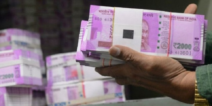 Cops seize car carrying Rs 3.18 cr 'hawala' cash, nab 2