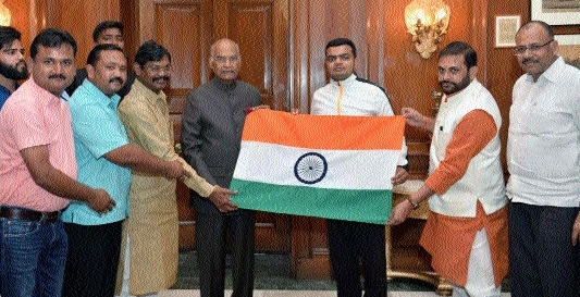 C'garh Mountaineer Rahul Gupta meets President at New Delhi