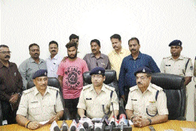 2 drug peddlers held with smack worth 10 lakh