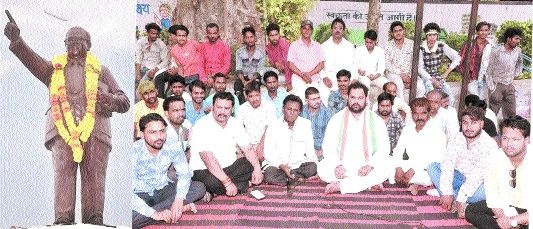 Cong's Gajendra Sonkar stages dharna against BJP Govt
