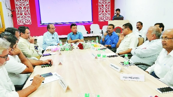 'Amendments in Maha Shops and Establishments Act beneficial'