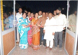 Mayor Godbole inauguratescharging unit for e-rickshaw