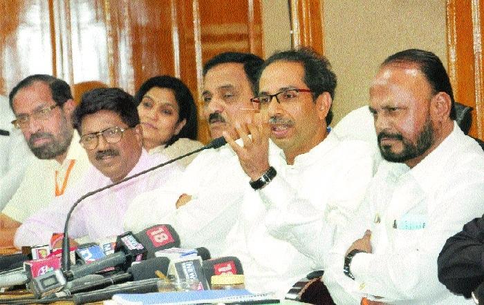 Sena chief Uddhav Thackeray keeps cards close to chest
