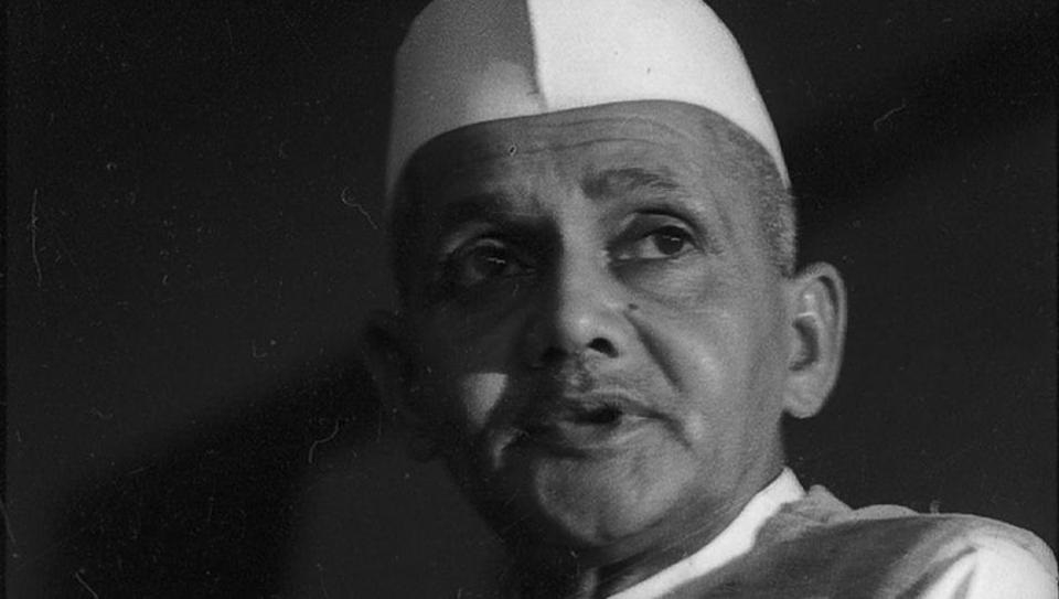 Disclose records of Lal Bahadur Shastri's death: CIC