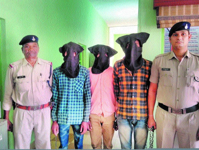 Highway robbers' gang busted, three arrested
