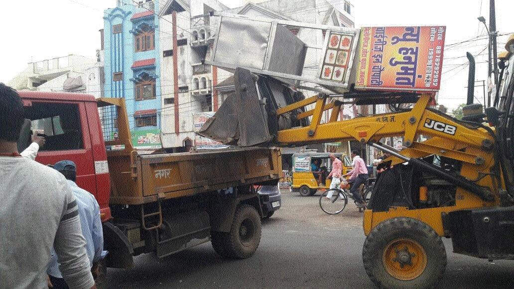 JMC razes temporary structures hindering traffic movementJMC razes temporary structures hindering traffic movement