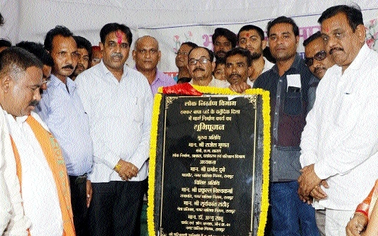 PWD Minister lays foundation stone of four-sided road at Thakkar Bapa Ward