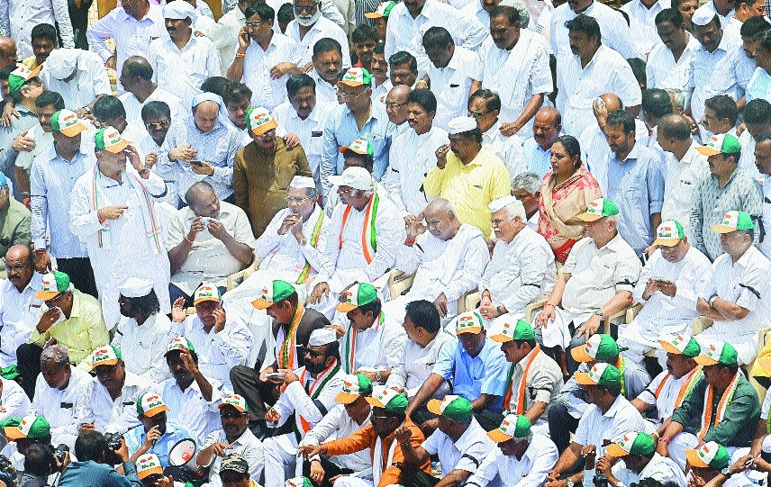 Cong, JD(S) protest outside Assembly