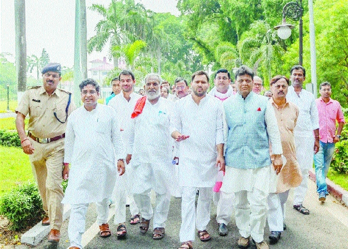 RJD in Bihar, Cong in Manipur, Goa stake claim to form Govt