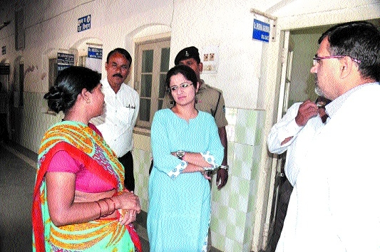Collector inspects Victoria Hospital