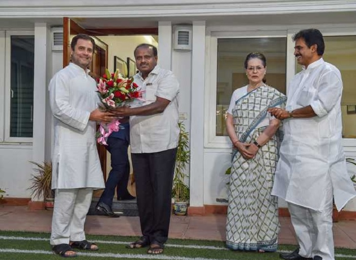 Kumaraswamy discusses K'taka Govt formation issue with Sonia, Rahul