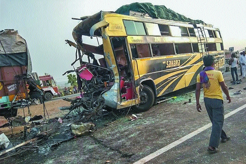 10 killed, 47 hurt as bus rams into truck near Ruthiyai in MP