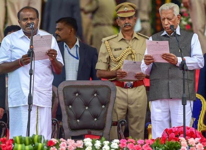 Kumaraswamy takes oath as K'taka CM